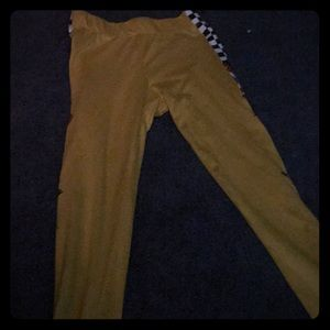 These are leggings from Rue 21. The size is XS.